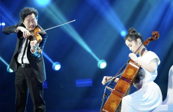 组图:欧阳娜娜与吕思清二度合作 默契演绎《天鹅》