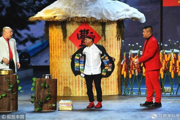 辽宁卫视春晚:宋小宝卖萌搞笑 蔡明绿毛衣抢眼