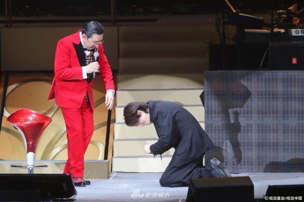 组图:胡枫演唱会众星云集 子华跪拜修哥张学友一展歌喉