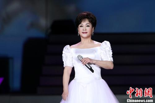 李谷一霍尊携新曲亮相湖南卫视2018元宵喜乐会