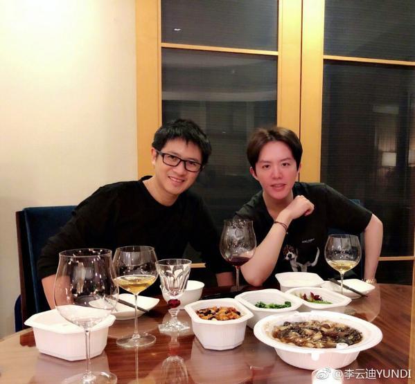 李云迪晒与韩寒合照 网友:强大的朋友圈