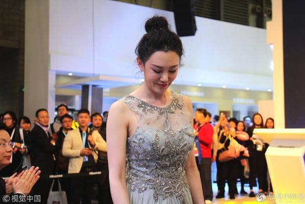 王姬27岁女儿近照曝光 遗传妈妈美貌也是名演员
