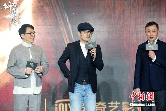 成龙教导年轻演员:要感谢台前幕后的人把你变明星