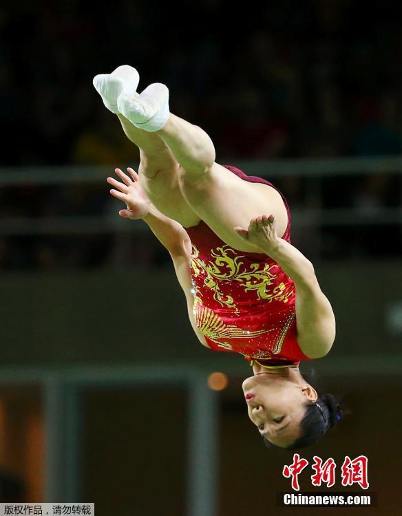 """奥运女子蹦床赛上的""""花朵"""""""