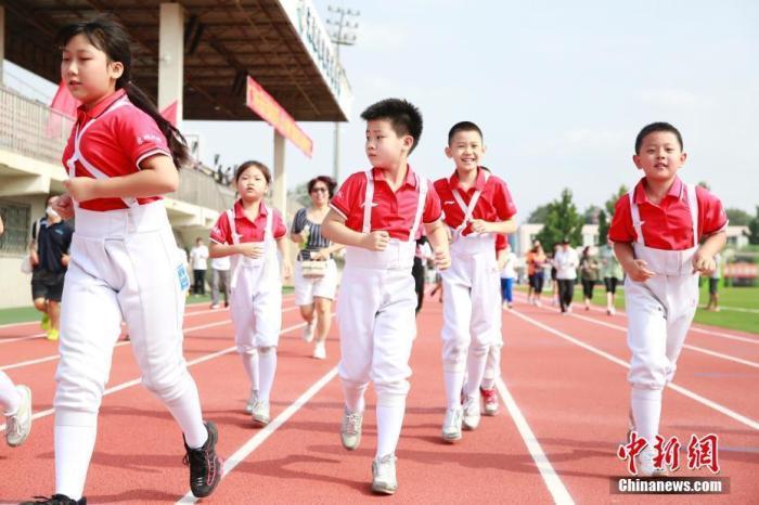 国务院下达《关于加强全民健身场地设施建设发展群众体育的意见