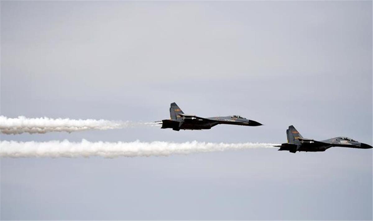 志愿军烈士遗骸回国 空军出动两架战机护航.jpg