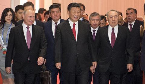 凯旋门在线娱乐欢迎出席峰会的外方领导人.jpg