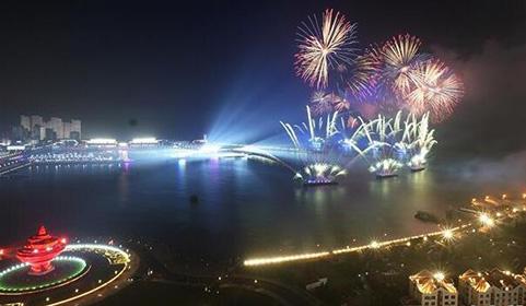 灯光焰火艺术表演在青岛举行.jpg
